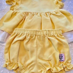 Disney Matching Sets - 💛Disney NWOT Baby girls(2) piece outfit 💛